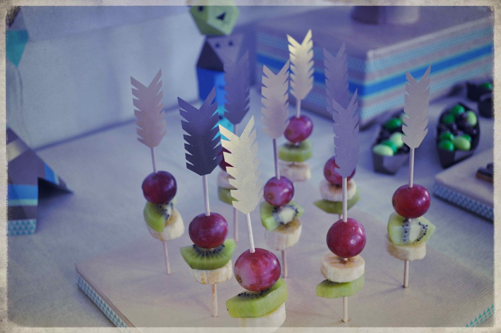brochettes fruits plumes