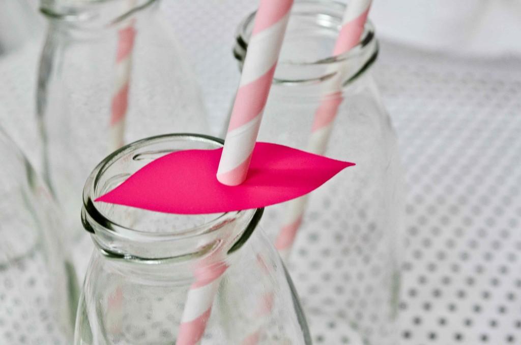 pailles en papier à rayures rose