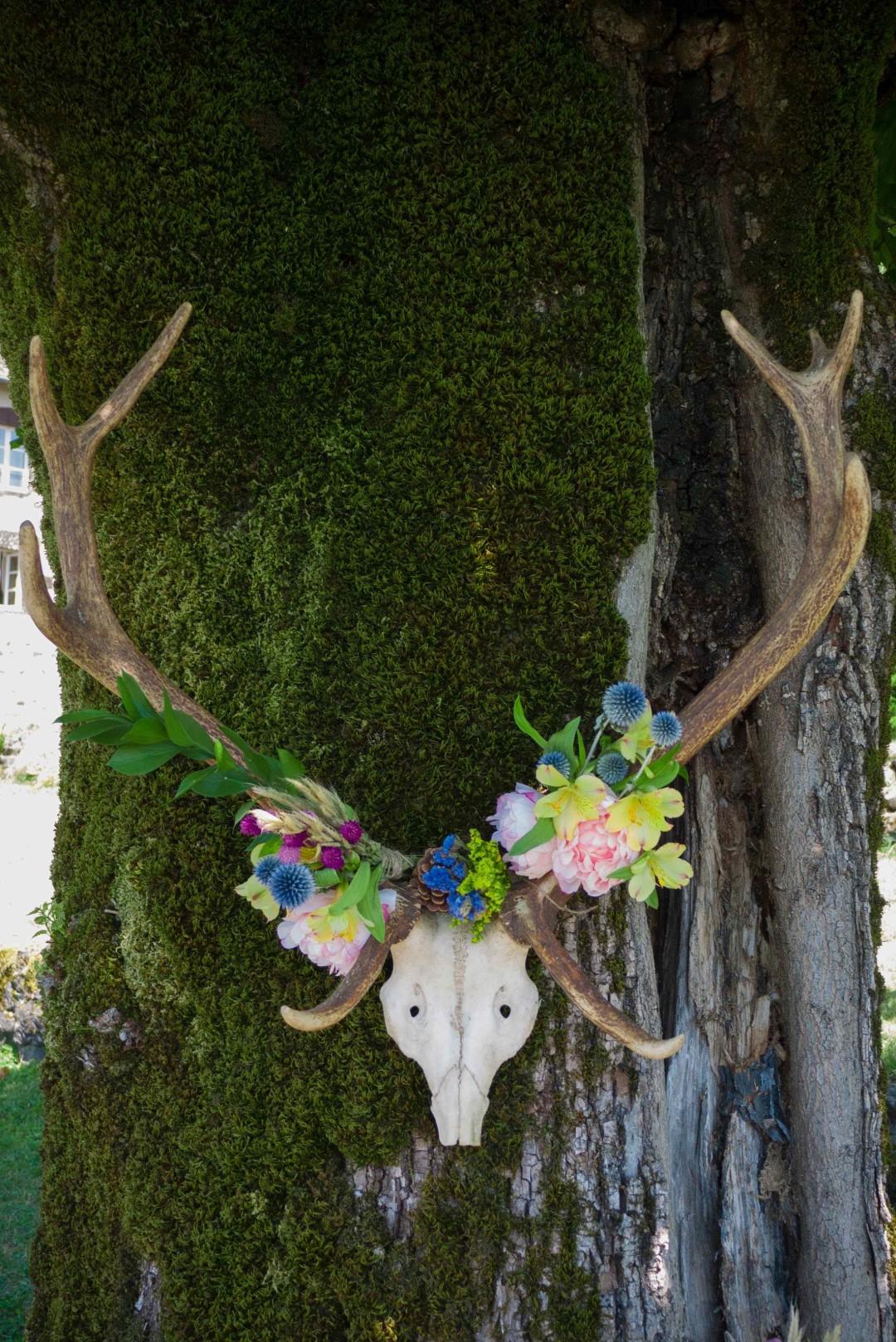 Trophée de cerf fleuri décoration mariage