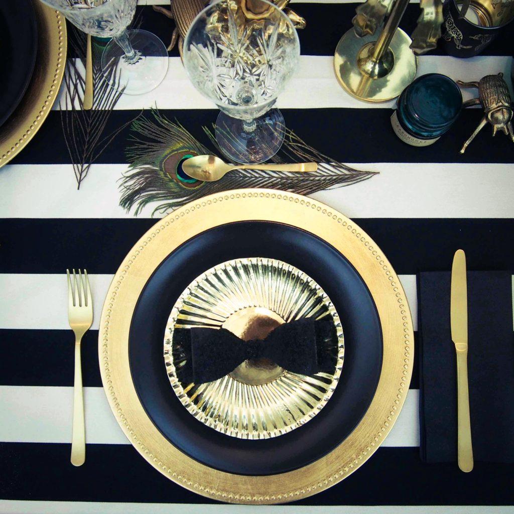table doré et noire