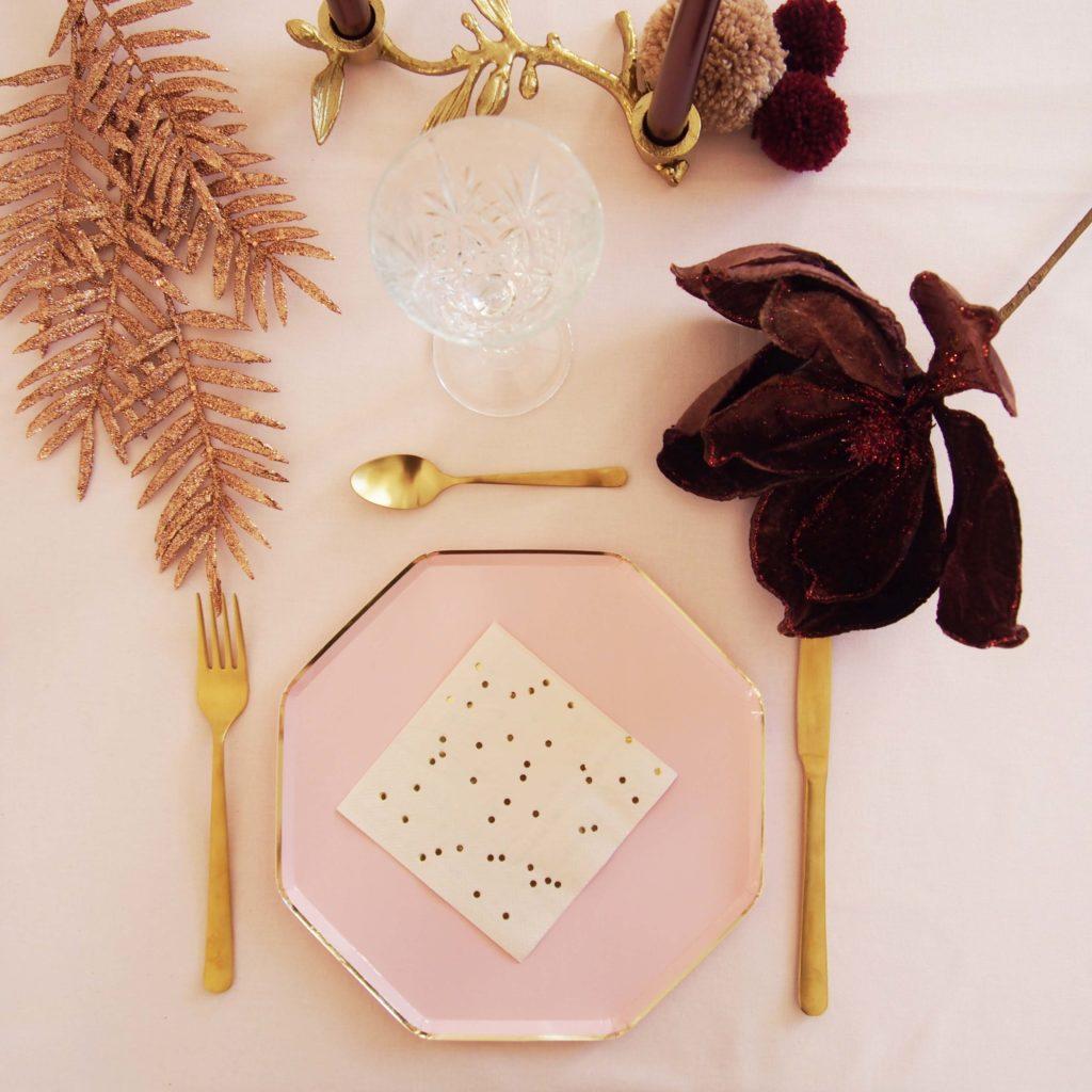 vaisselle rose pastel et doré