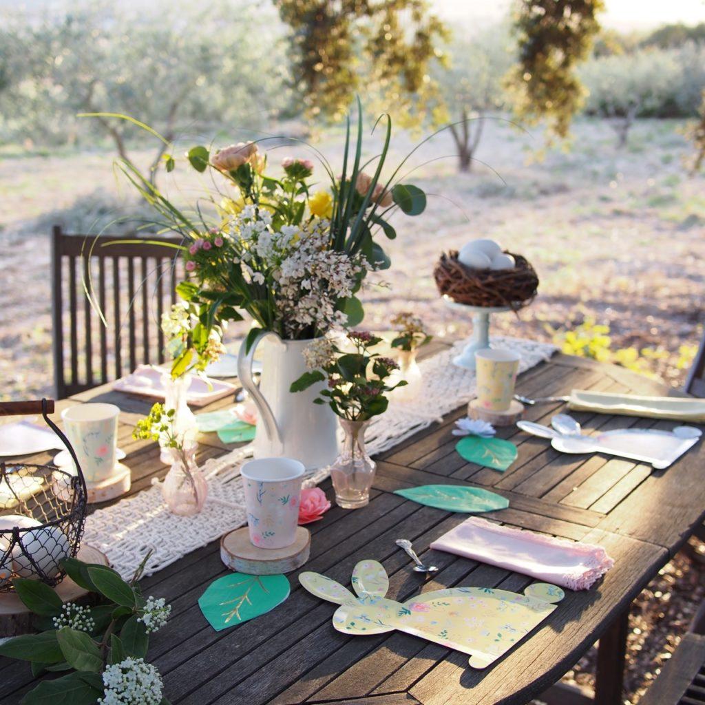 table de pâques vaisselle