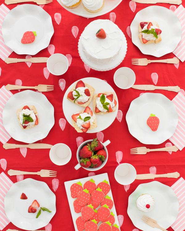 table anniversaire thème fraises